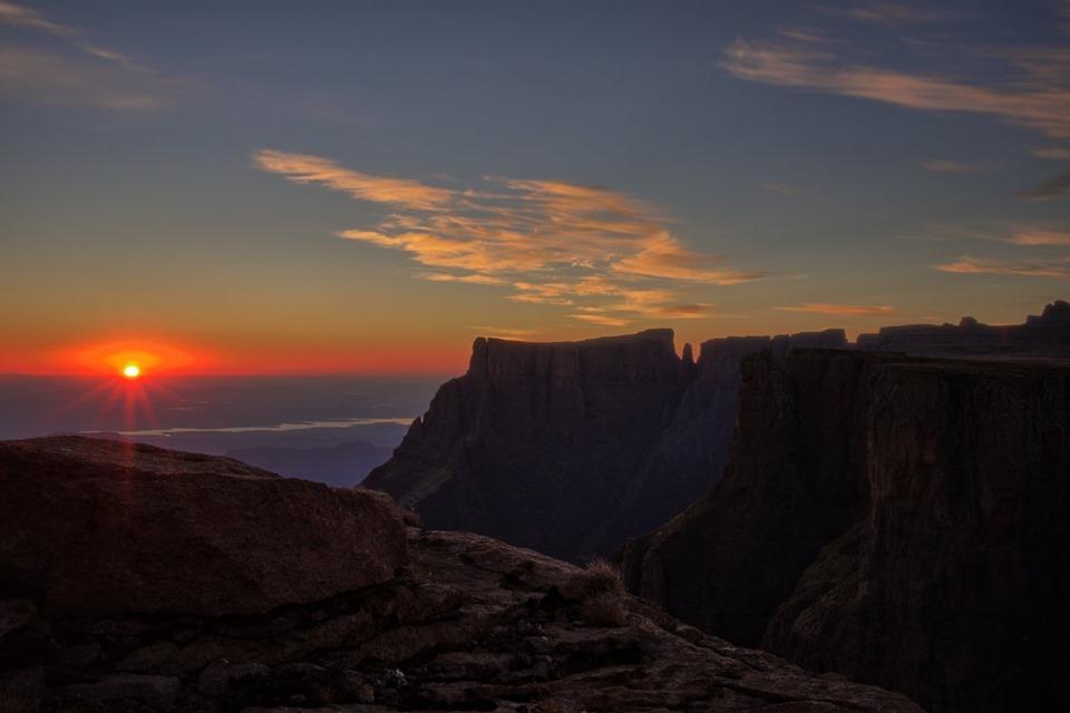 Drakensberg Amphitheatre Overnight Hike (22-23 Jan 2022)